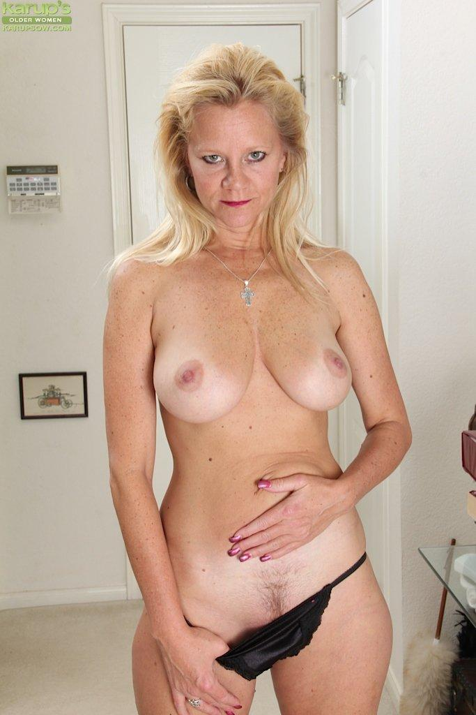 Mature women naked pussy