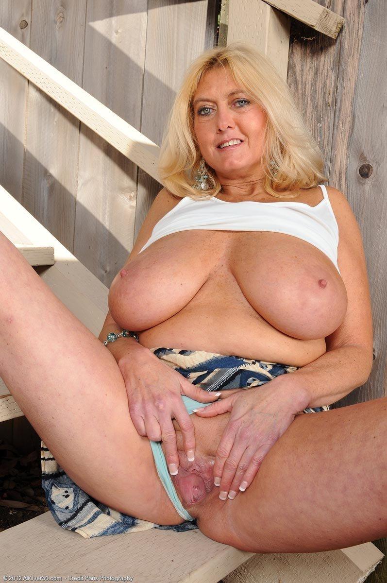 Busty women super nude