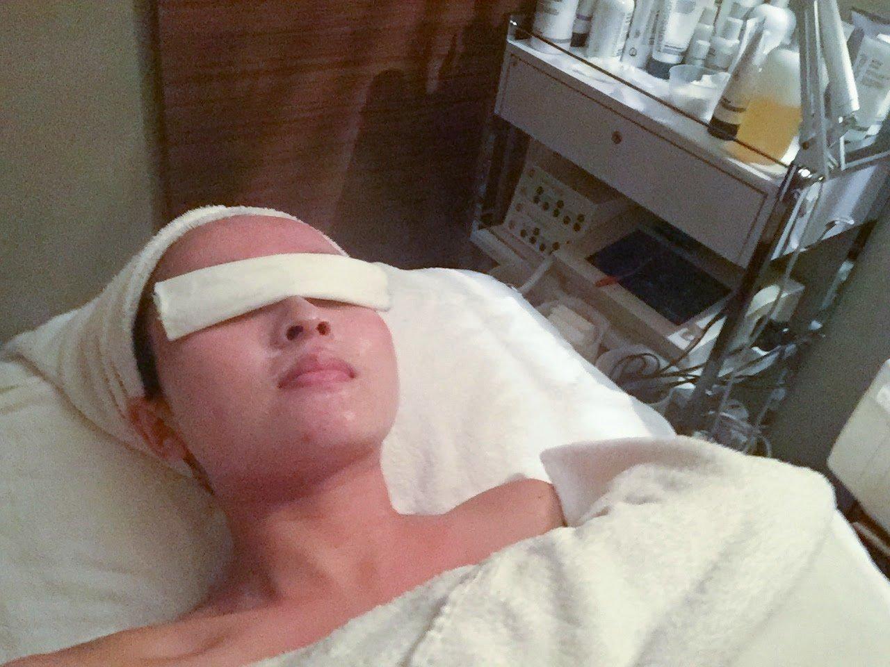 Equipment facial treatment
