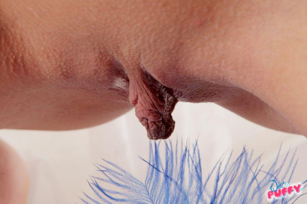 Hanging lips Pussy