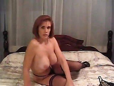 Onmilfcom Naked mom. Amateur adult video
