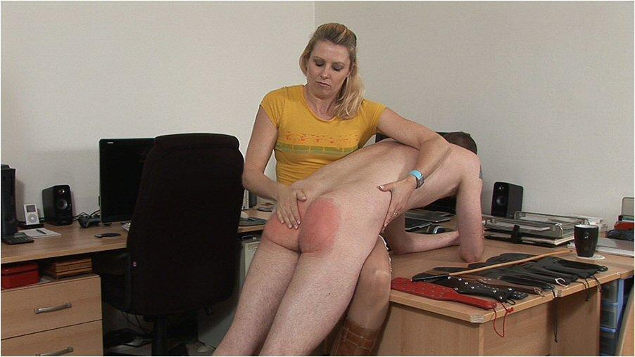Milf knee wife spank hard lap