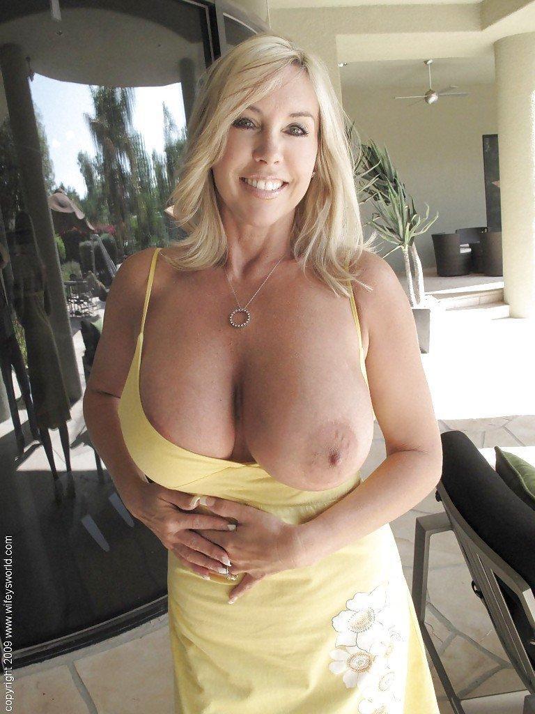 Mature big tits show