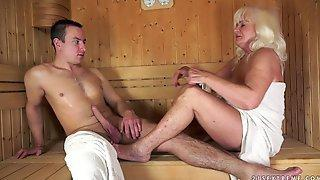 Guy fucking girlfriend in sauna