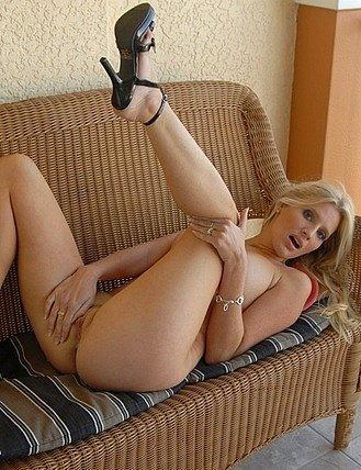 Amatuer milf next door