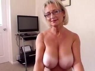 Com hand job lady old