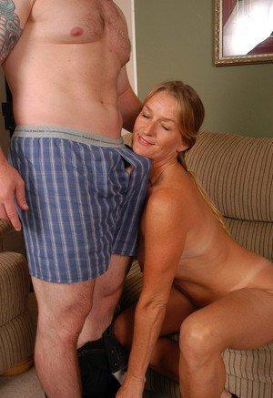 Thumbnail pictures mature women seduced