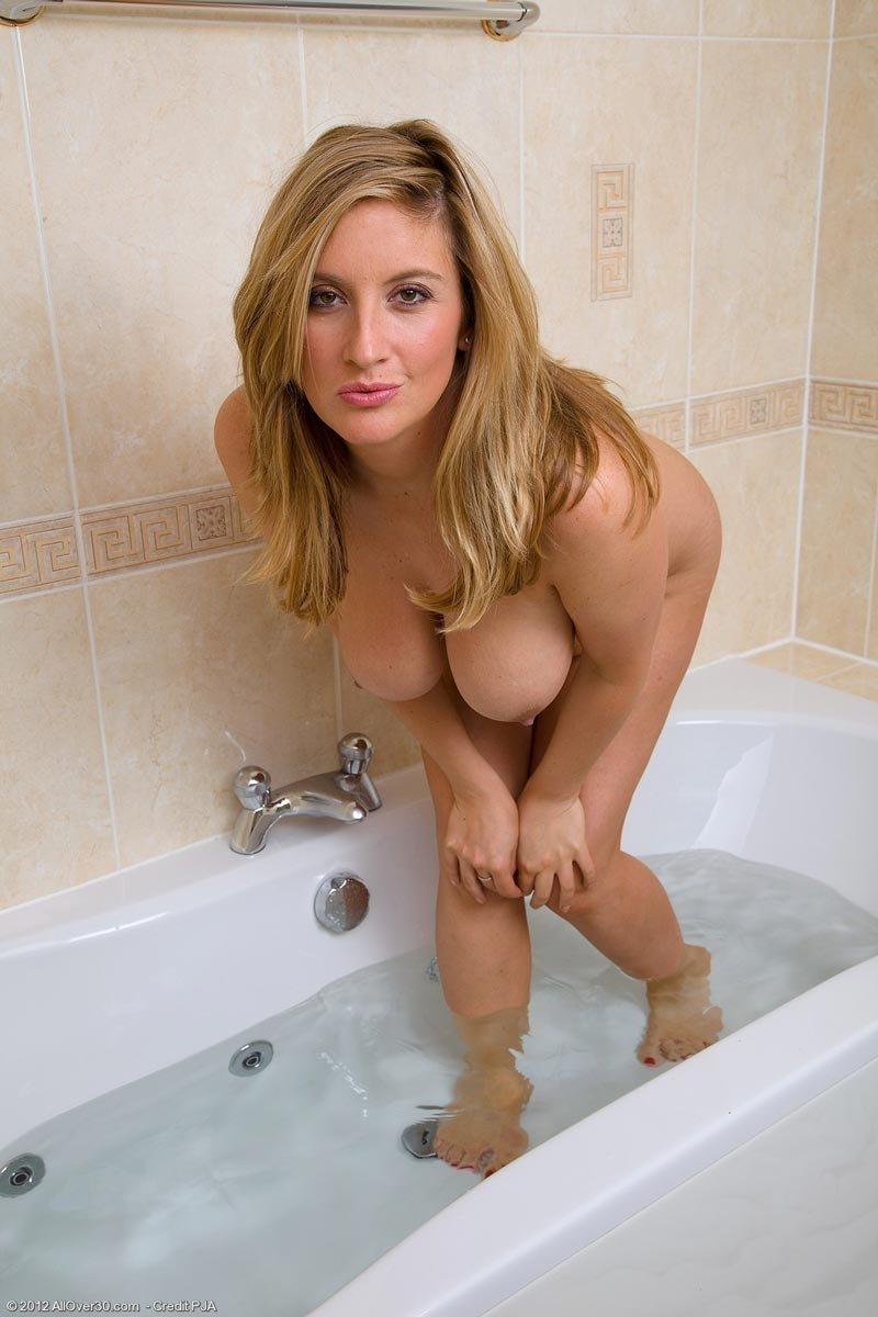Milf gallery bath