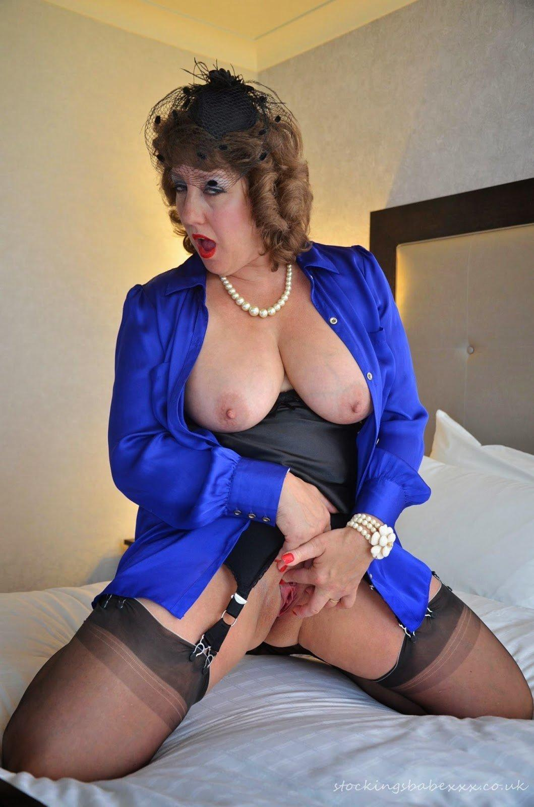 Babe mature stocking
