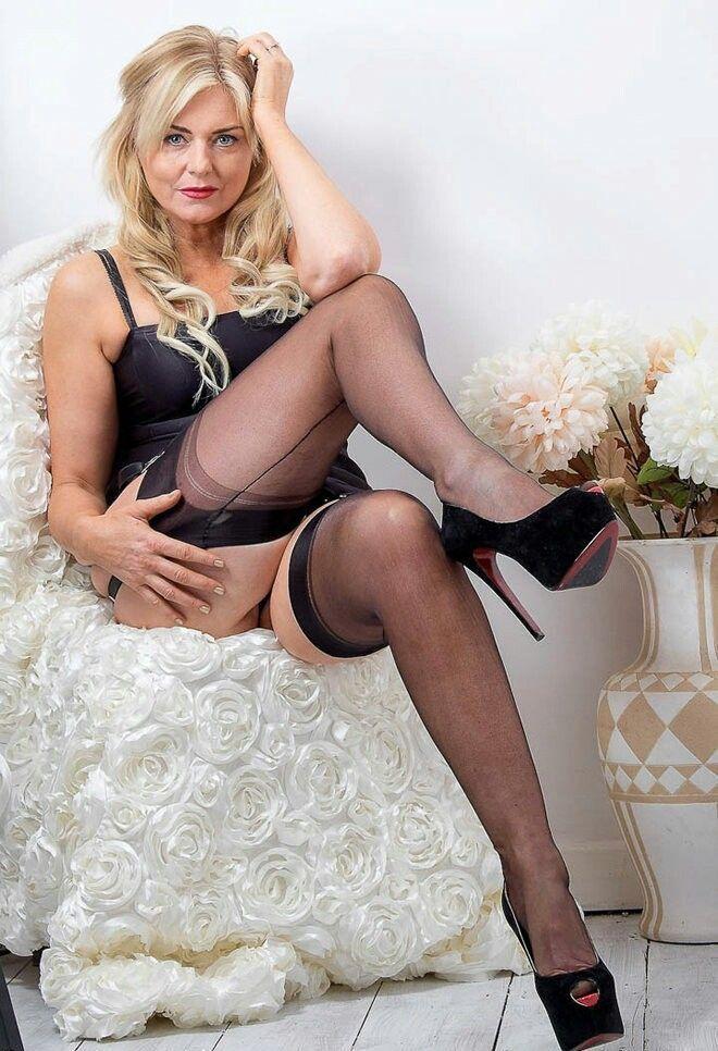 mature-sexy-legs-stocking-videos