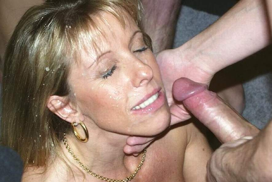 Mature cum facial on the beach