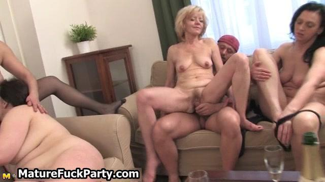 BETTYE: Fucked Older Woman