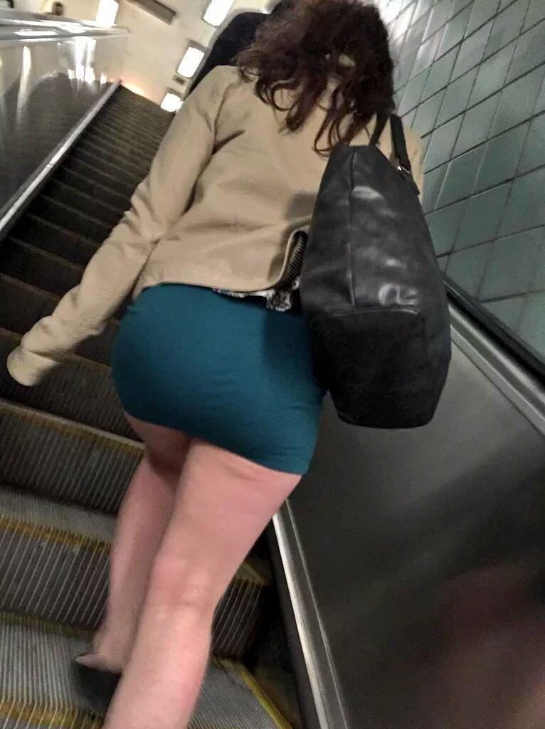 Are not upskirt en el metro