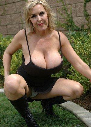 free busty mature porn thumbs