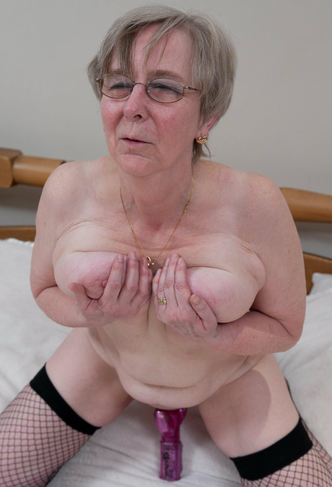 Grannie fingers to orgasm naked images