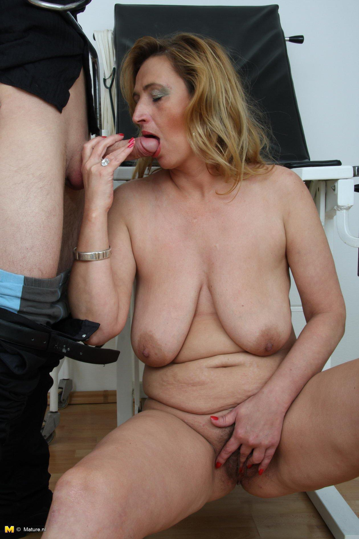 Mature nude slut pictures