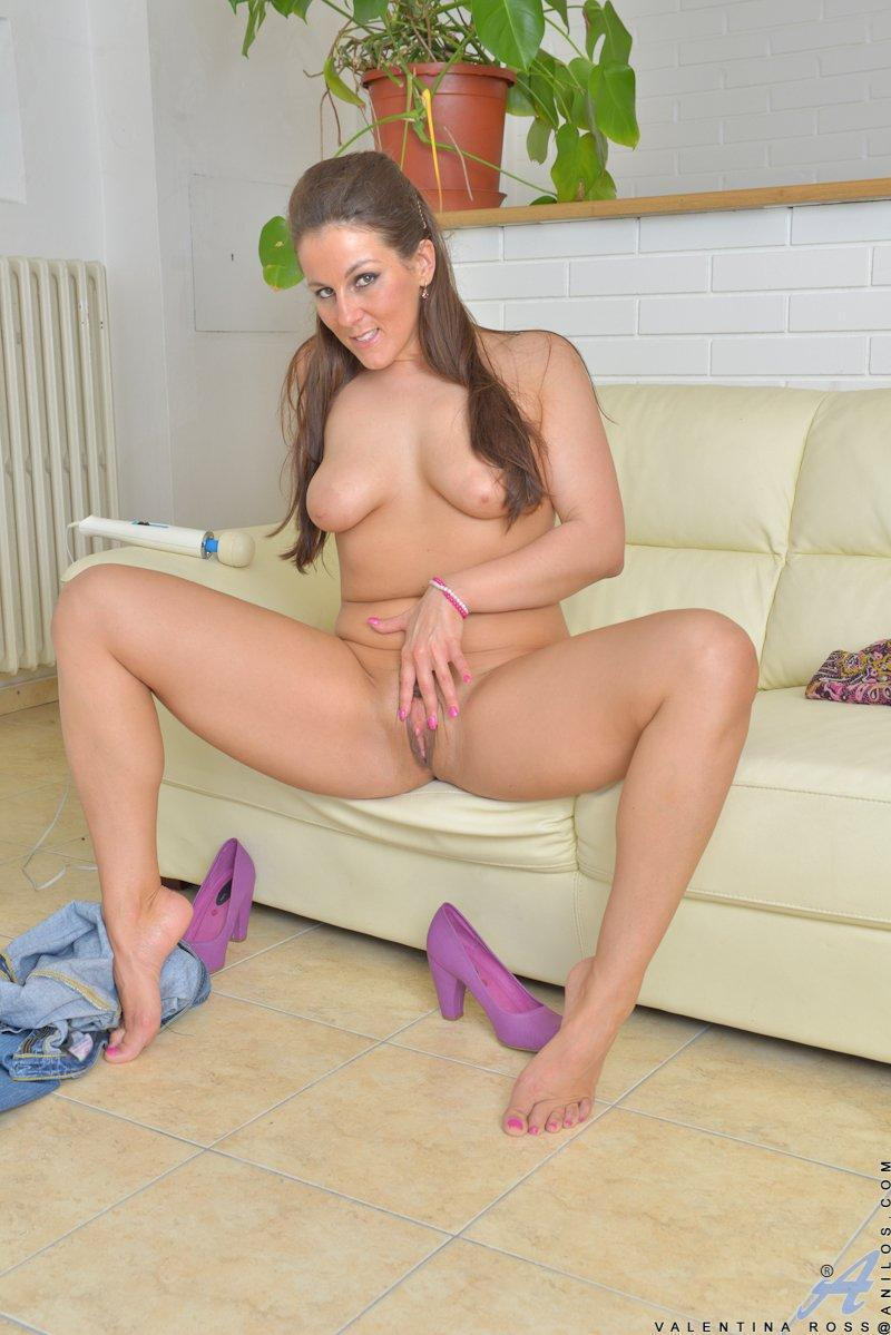Pussy shaved busty milf