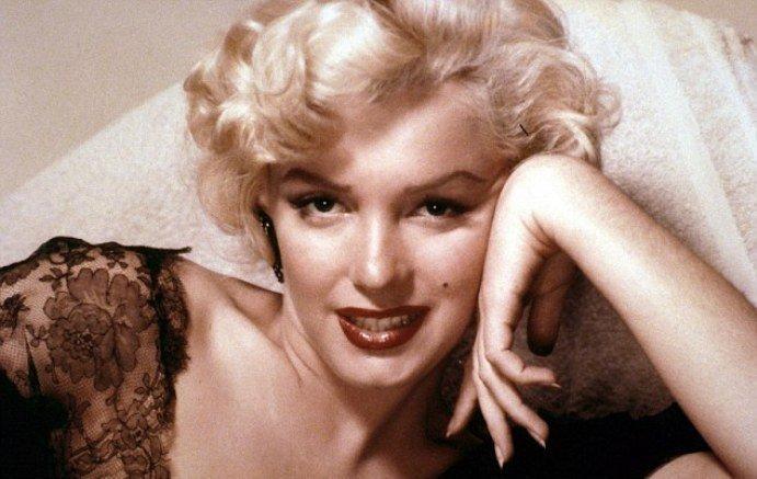 Blue E. reccomend Marilyn monroe facial hair