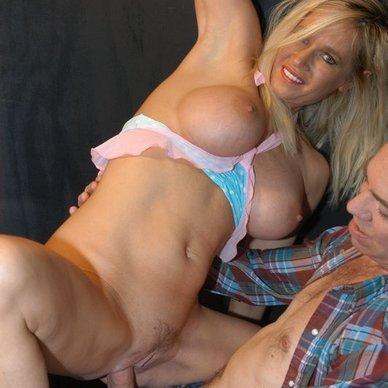 Oral lesbian porn