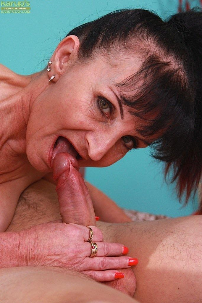 Deep mature throating woman